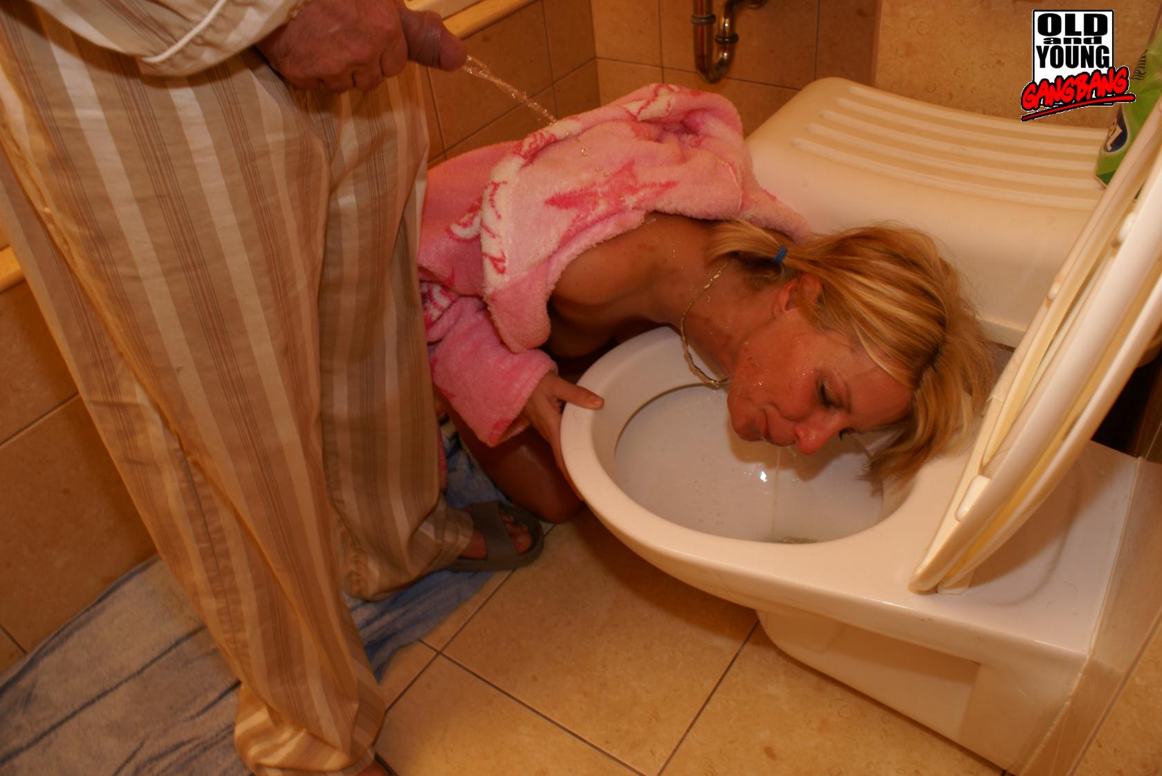 Смотреть туалет писсинг онлайн 26 фотография