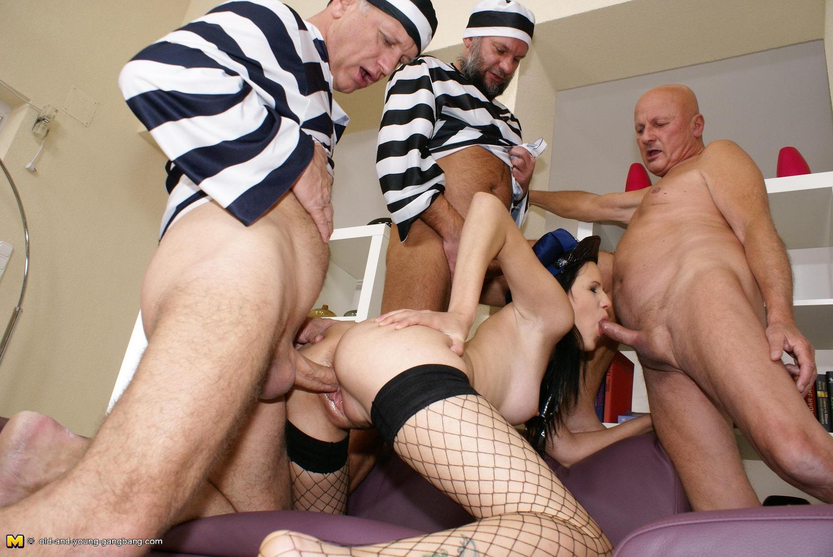 Секс в женской тюрьме смотреть бесплатно 5 фотография