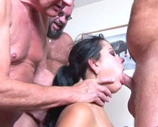 She loves receiving piss on her face Vido XXX - PornDig